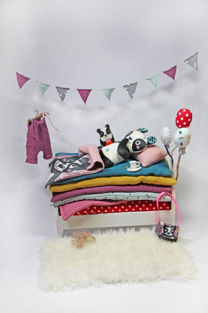 Le Kit peluche panda dans son lit